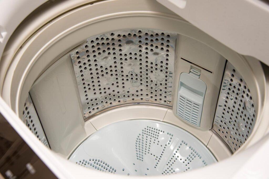 洗濯物が臭うなら洗濯槽クリーニングは業者に任せるのがベスト